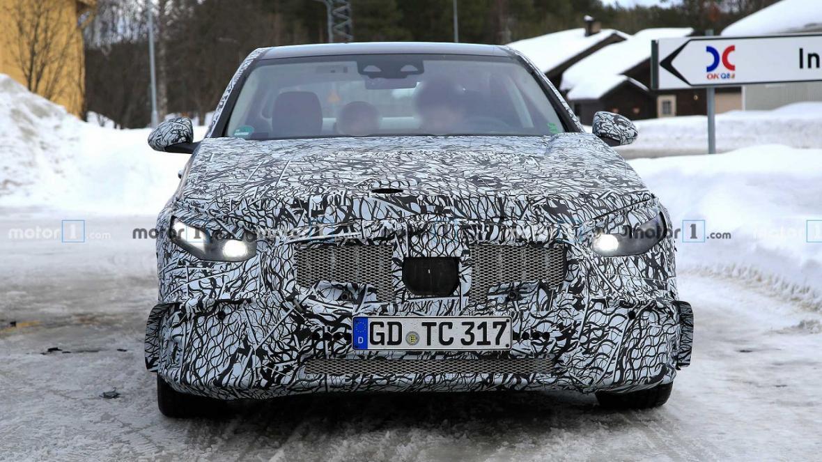 تصاویر جاسوسی از جدیدترین خودروی شرکت مرسدس بنز