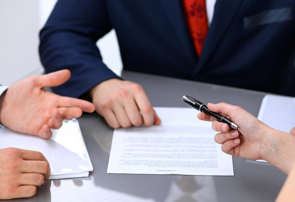 آیا عقد قرارداد اجاره با فوت یکی از طرفین باطل می گردد؟