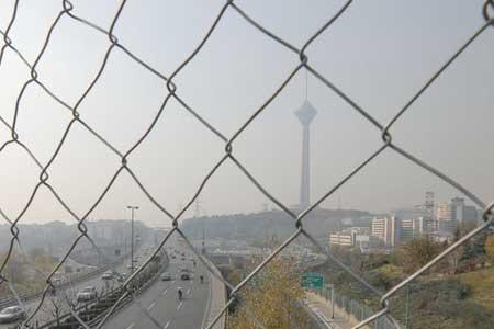 سایه هوای ناسالم همچنان بر آسمان تهران سنگینی می نماید