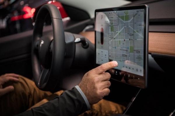 برطرف مسائل صنعت در حوزه هوش مصنوعی، ورود به طراحی خودروهای خودران