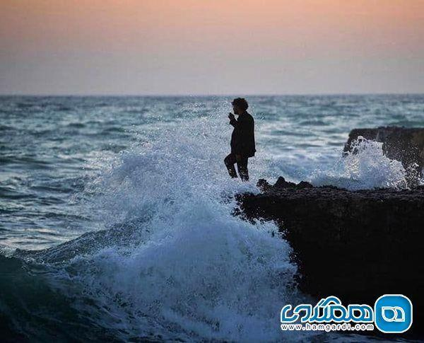 پست نوید محمدزاده برای جواد عزتی