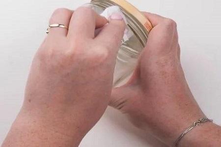 تکنیک ساده و سریع پاک کردن برچسب شیشه